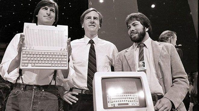 Apple`�n ilk bilgisayar�na rekor teklif