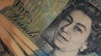 İngiliz ekonomisi üç ayda daraldı