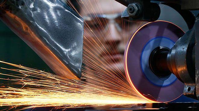 Almanya`da imalat sektörü daralmaya devam etti