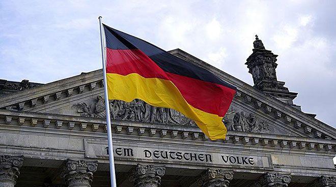 Almanya`da fabrika siparişleri beklentilerin altında arttı