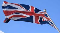 Fitch İngiltere`nin kredi notunu düşürdü