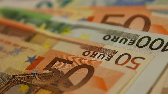 Euro Bölgesi`nde şirketlere verilen krediler arttı