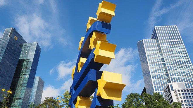 Euro Bölgesi`nde büyüme duraklamaya yakın