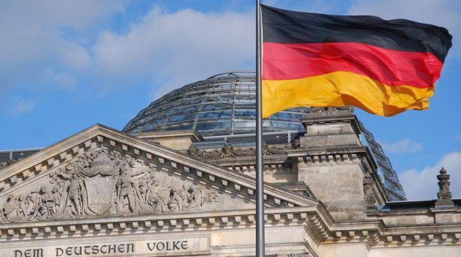 Almanya`da imalat sektörü resesyonda kalmaya devam ediyor