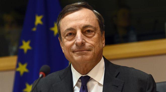 Draghi: İlk faiz artışının zamanlamasında sabırlı olacağız