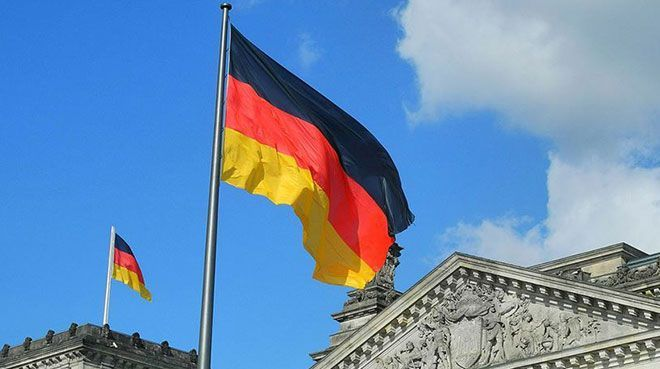Alman ekonomisi ikinci çeyrekte daraldı