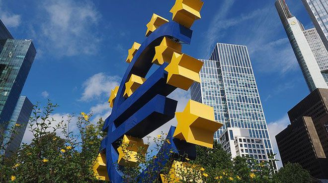 ECB, Euro Bölgesi`nde ekonomik gerileme bekliyor
