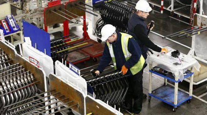 İngiltere`de hizmet PMI 7 ayın düşüğüne geriledi