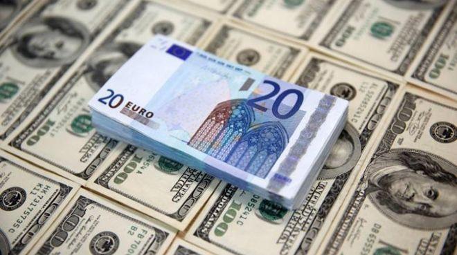 Euro/dolar 1 yılın zirvesine tırmandı