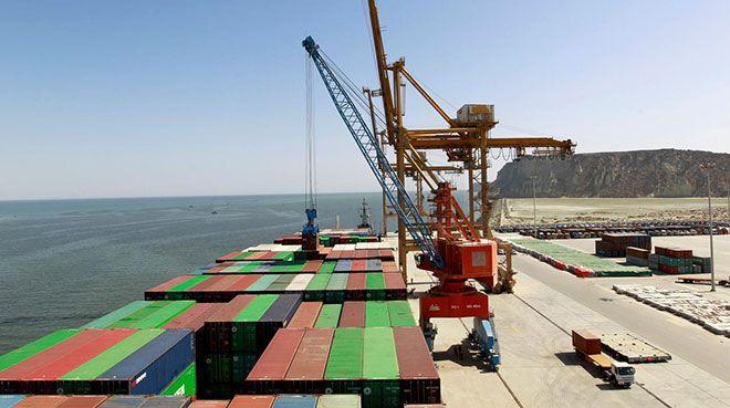Pakistan`ın Gwadar Limanı`ndan Afganistan`a transit ticaret başladı