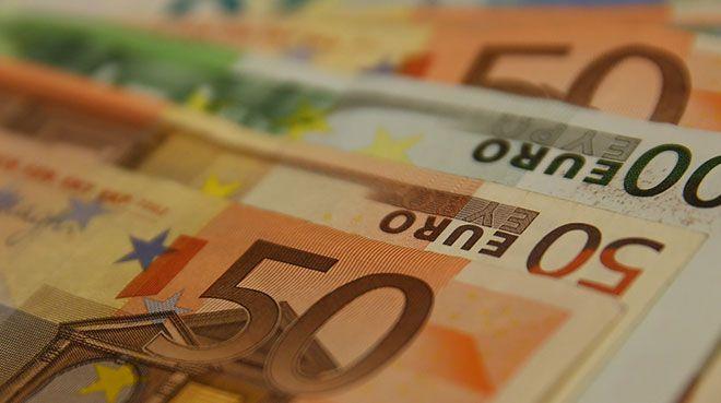 Euro Bölgesi`nde şirket kredileri ve para arzı arttı
