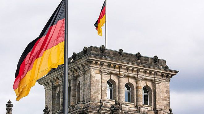 Almanya`da fabrika siparişleri azaldı