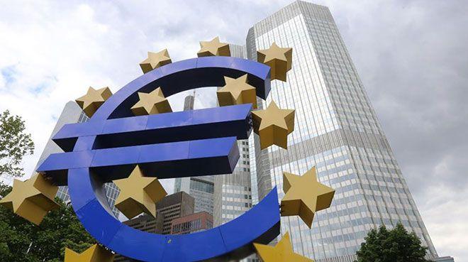 Euro Bölgesi`ndeki yavaşlama devam ediyor