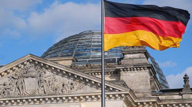 Alman hükümeti bu yıl için büyüme tahminini düşürdü