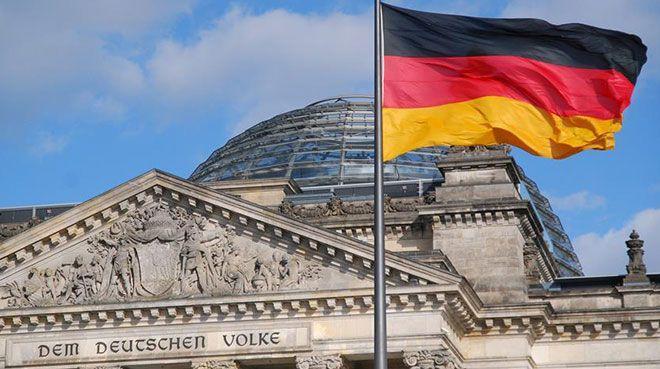 Almanya`da bileşik PMI hafif yükseldi