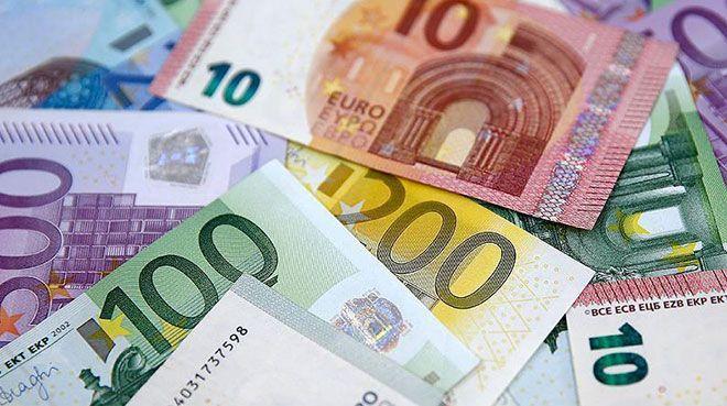 Euro Bölgesi`nde yıllık enflasyon geriledi